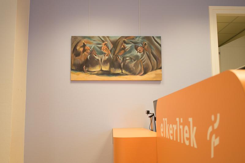 Foto van het schilderij van de nijlpaarden, zoals tentoongesteld in polikliniek Asten van het Elkerliek